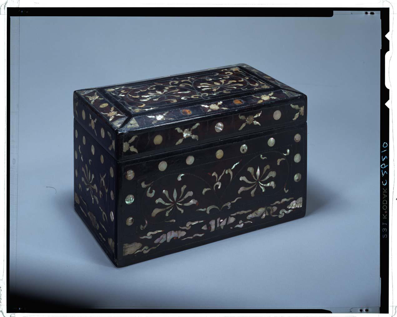 C0026210 牡丹唐草文螺鈿長方形箱 - 東京国立博物館 ...